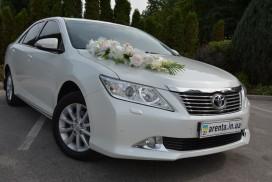 Украшение Toyota Camry на свадьбу