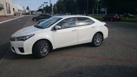 Toyota Corolla  белая.