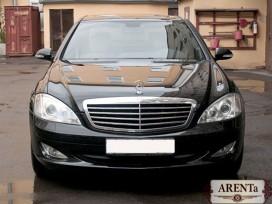 Mercedes 221 черный.
