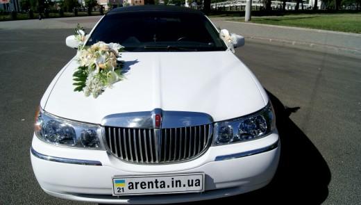 Лимузин Lincoln TownCar белый.