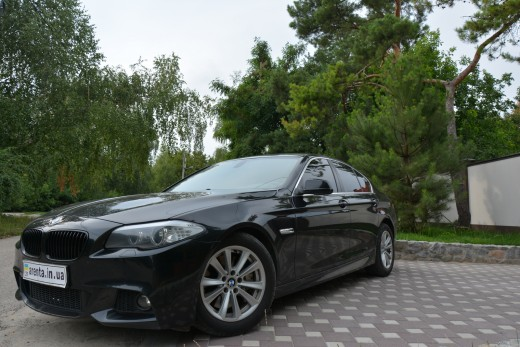 BMW 535 в кузове F10 вид сбоку