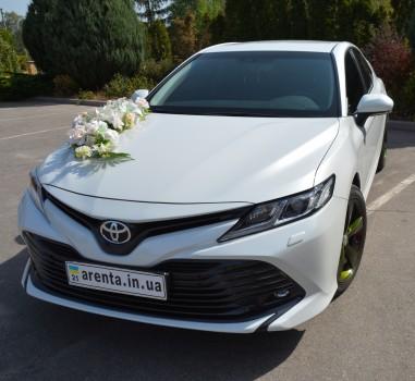 Toyota Camry v70 белая