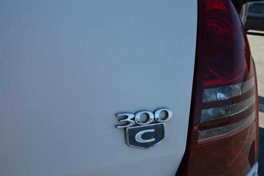 Chrysler 300-C белый.