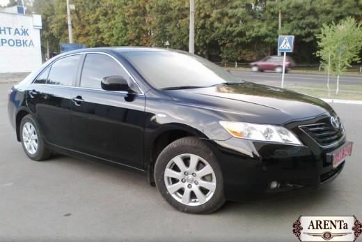 Toyota Camry черный.