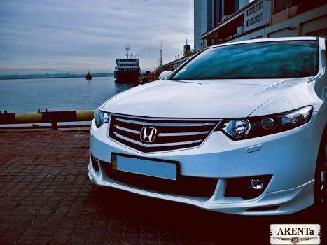 Honda Accord белый.