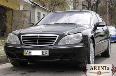 Mercedes 220 черный.