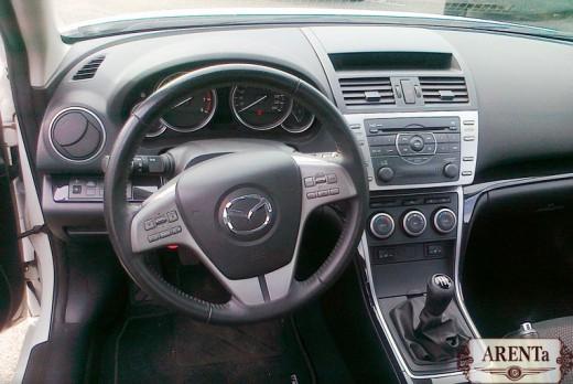 Mazda 6 белый.
