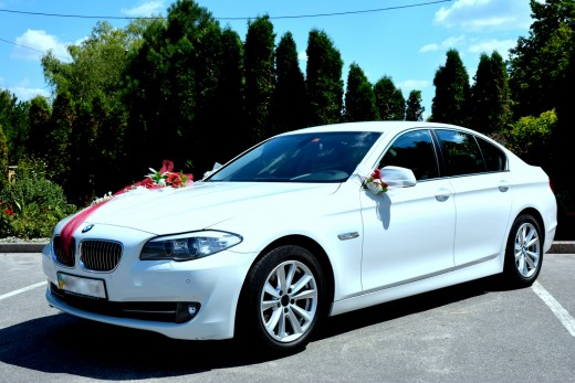 Прокат белой BMW 525 в кузове F10 в Харькове