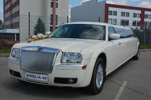 Аренда лимузина Chrysler 300C Fantom с водителем на свадьбу