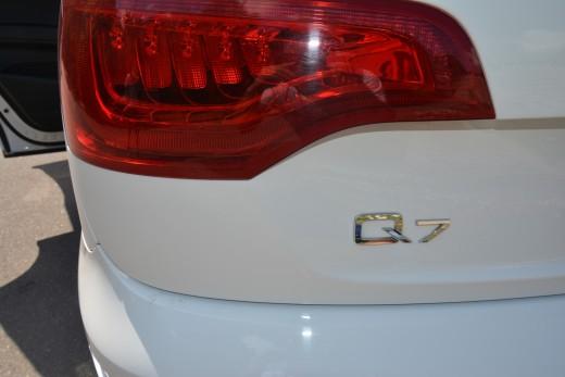 Audi Q7 белый.