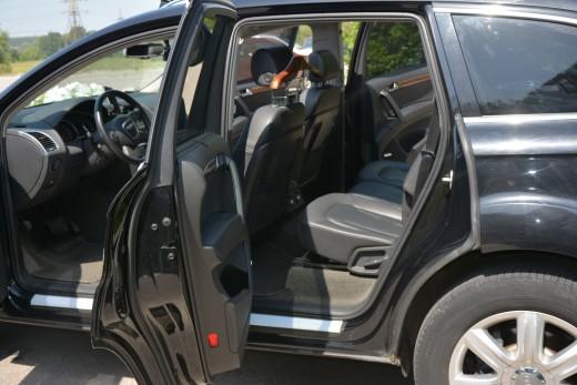Audi Q7 черный.