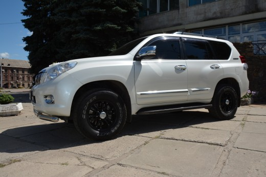 Toyota Land Cruiser Prado белый.