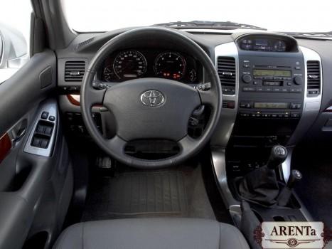 Toyota Land Cruiser Prado черный.